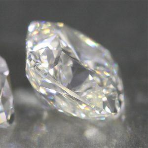 Kim cương nhân tạo Moissanite Cushion 12ly