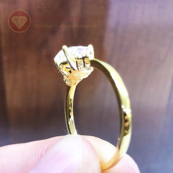 Nhẫn nữ kim cương nhân tạo moissanite chủ oval vàng 18k 3