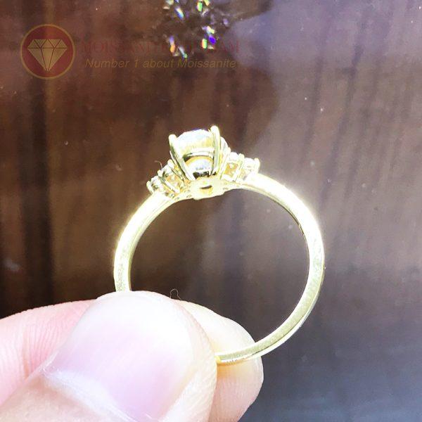 Nhẫn nữ kim cương nhân tạo moissanite chủ oval vàng 18k 4