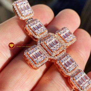 Mặt dây chuyền kim cương nam thánh giá baguette 1