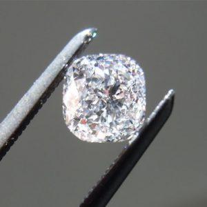 Kim cương nhân tạo Moissanite Cushion 7ly