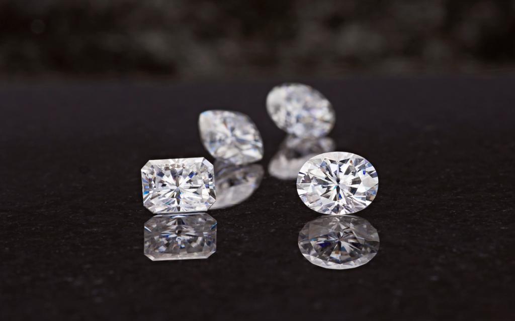 Kim cương nhân tạo moissanite là gì
