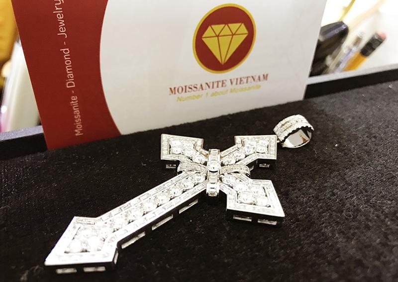 Mặt dây chuyền thánh giá kim cương nhân tạo moissanite 5