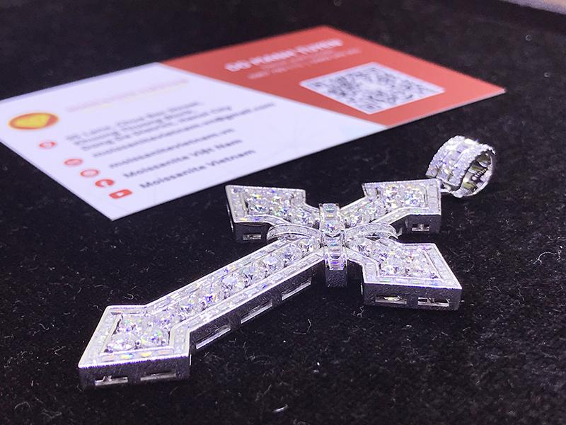 Mặt dây chuyền thánh giá kim cương nhân tạo moissanite 7