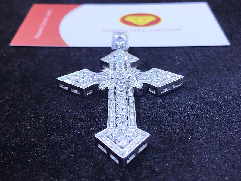 Mặt dây chuyền thánh giá kim cương nhân tạo moissanite 8