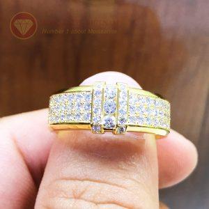 Nhẫn nam full kim cương tự nhiên tự nhiên kết hợp 3 viên chủ vàng 18k