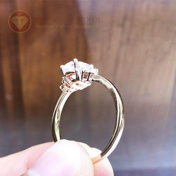 Nhẫn nữ kim cương nhân tạo moissanite chủ oval vàng hồng 18k 2