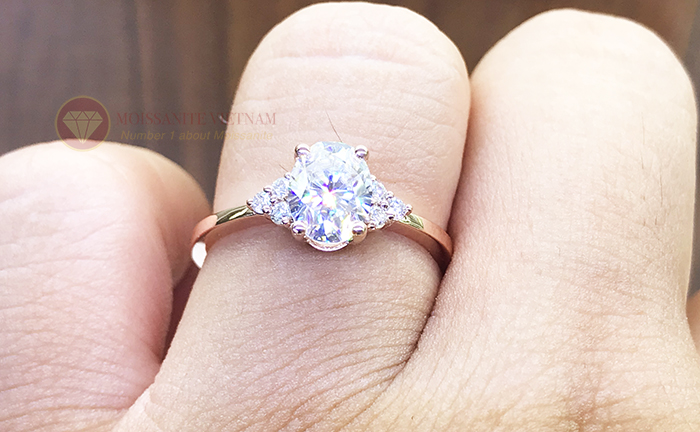 Nhẫn nữ kim cương nhân tạo moissanite chủ oval vàng hồng 18k 5