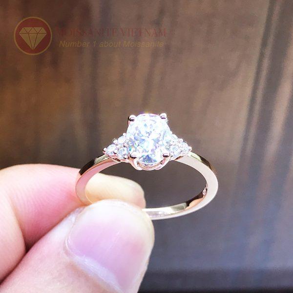 Nhẫn nữ kim cương nhân tạo moissanite chủ oval vàng hồng 18k