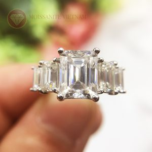 Nhẫn kim cương nhân tạo moissanite chủ emerald cut 9x12 1