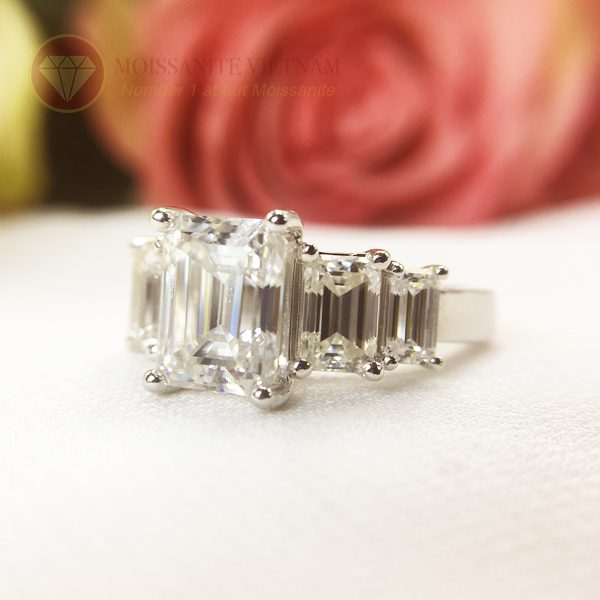 Nhẫn kim cương nhân tạo moissanite chủ emerald cut 9x12 2