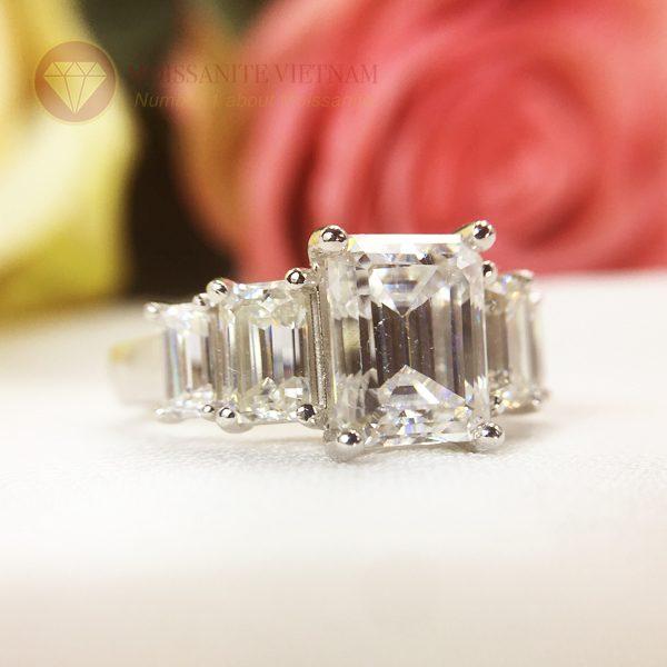 Nhẫn kim cương nhân tạo moissanite chủ emerald cut 9x12 4