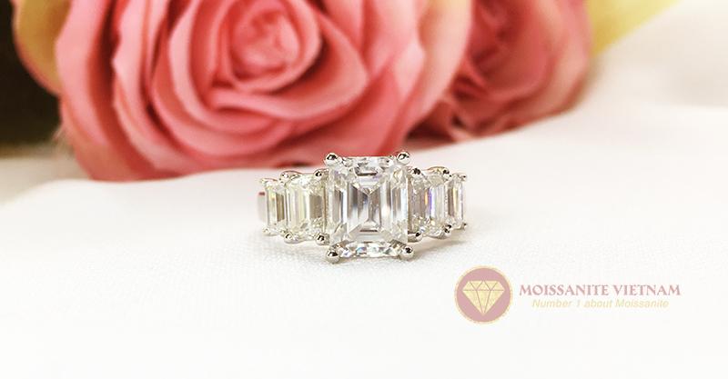 Nhẫn kim cương nhân tạo moissanite chủ emerald cut 9x12 6