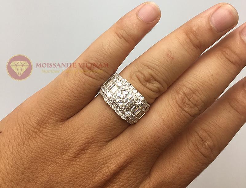Nhẫn nam full kim cương nhân tạo moissanite baguette 5
