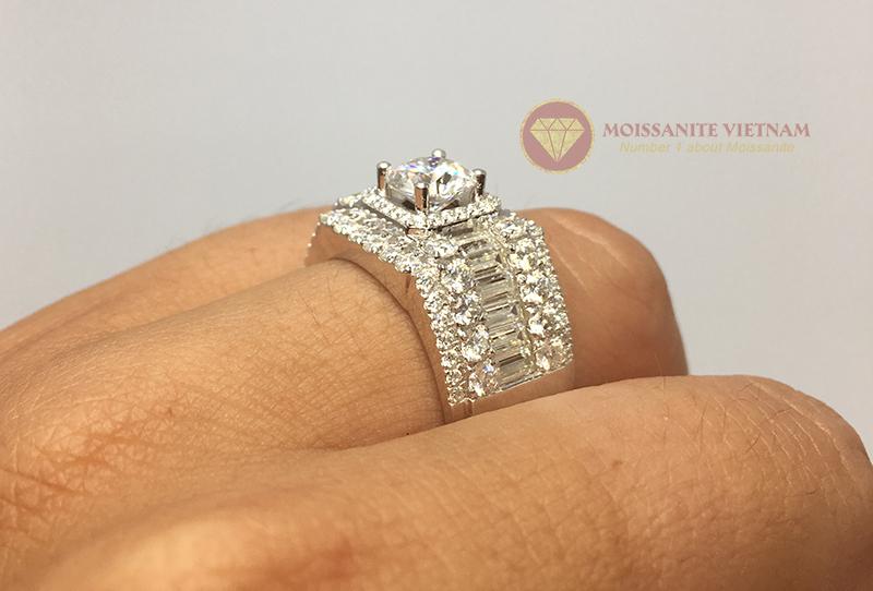 Nhẫn nam full kim cương nhân tạo moissanite baguette 6