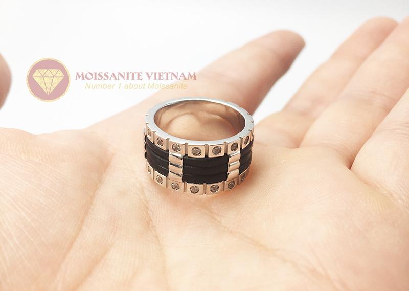Nhẫn nam kim cương nhân tạo moissanite 3 line black 6