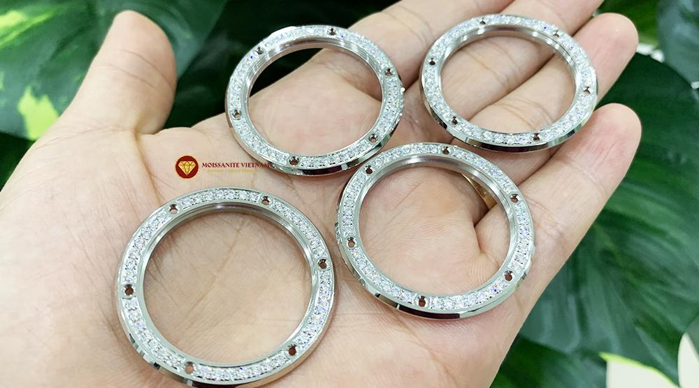 Độ niềng đồng hồ kim cương Hublot 1 hàng kim 4
