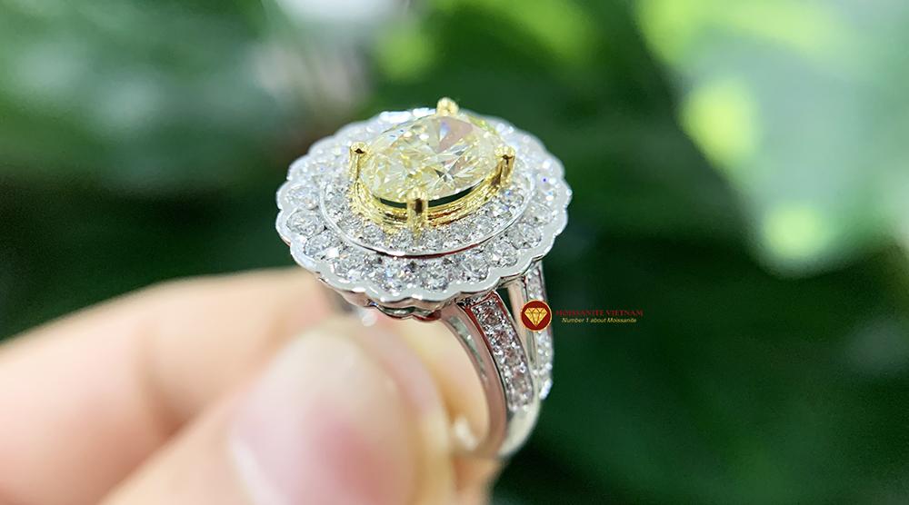 Nhẫn kim cương thiên nhiên nữ chủ oval yellow fancy 6x8 5