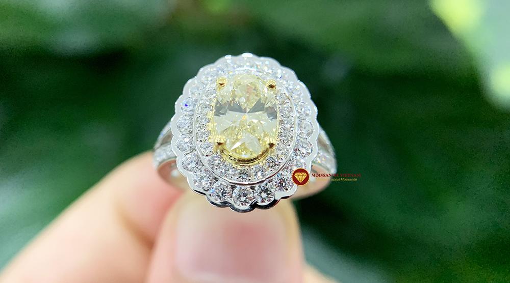 Nhẫn kim cương thiên nhiên nữ chủ oval yellow fancy 6x8 6