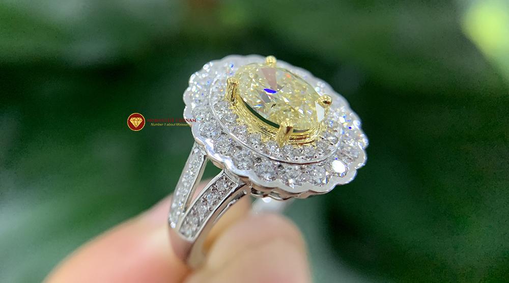 Nhẫn kim cương thiên nhiên nữ chủ oval yellow fancy 6x8 7